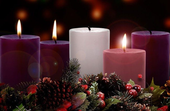 Advent-candles-wreath-690x450